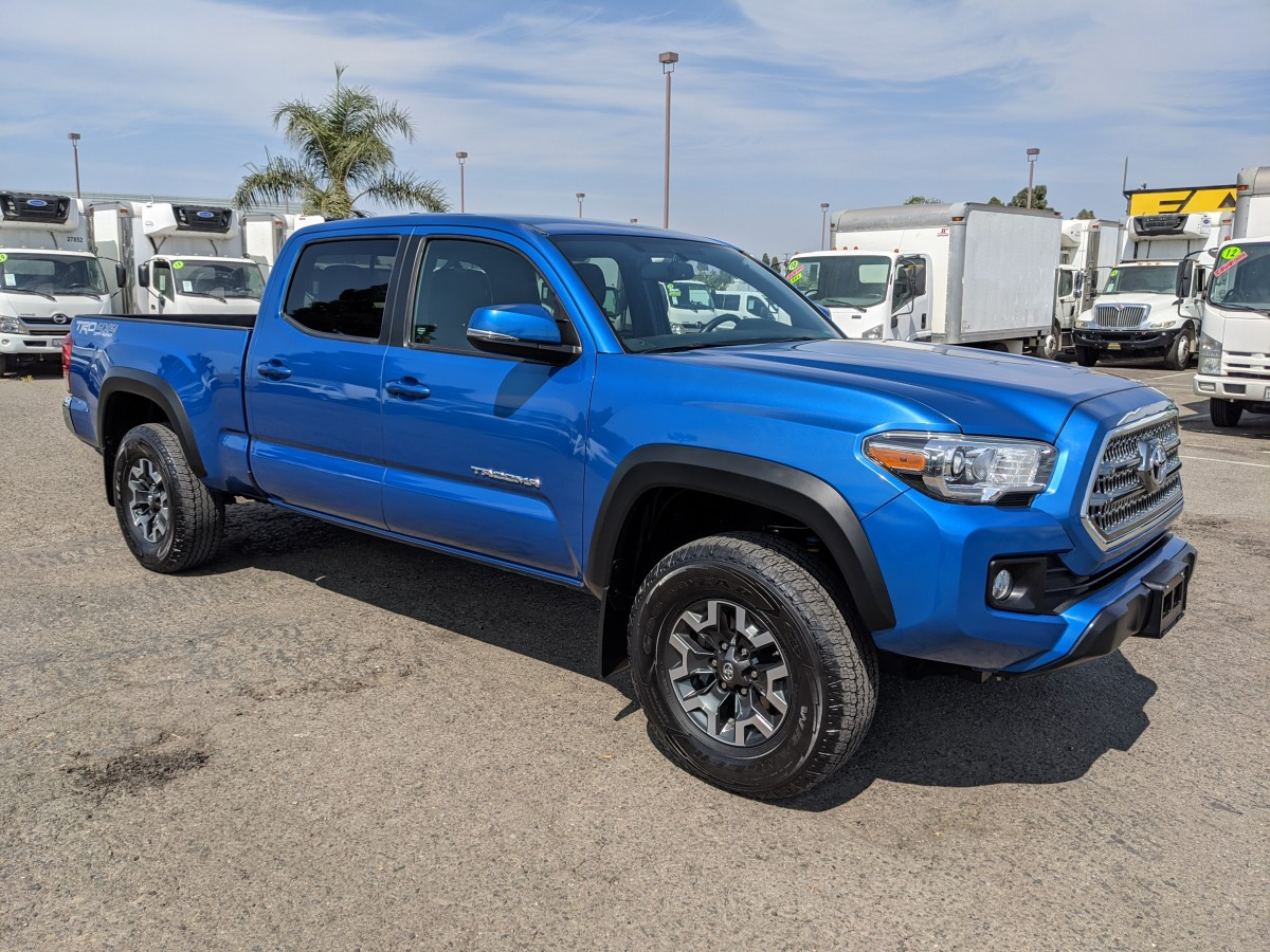 Used 2017 Toyota Tacoma SR5 Crew Cab Pickup Truck 4x4 AWD in Fountain Valley, CA