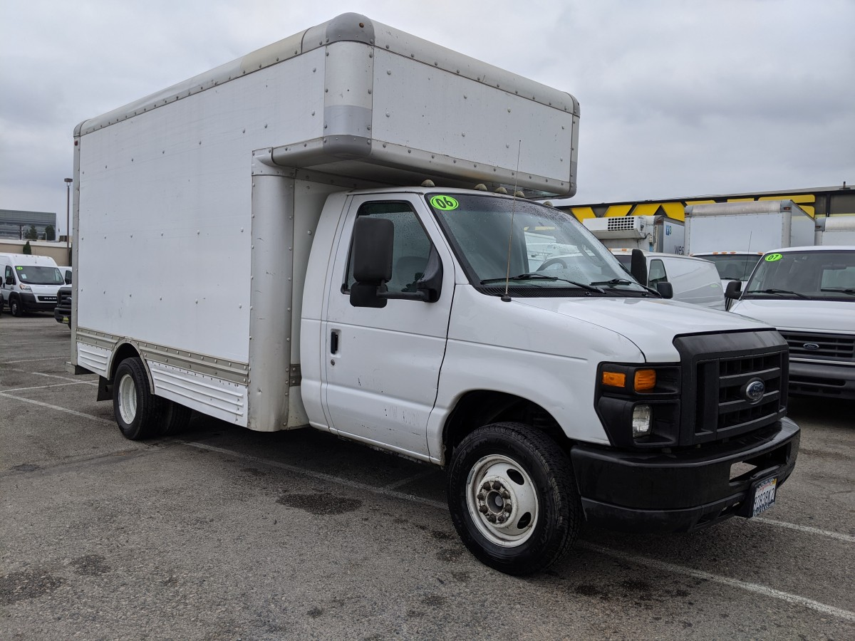 Used 2006 Ford E-450 12FT Box Truck with Loading Ramp in Fountain Valley, CA