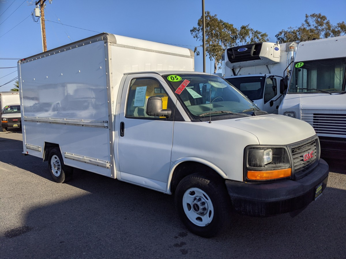 Used 2005 GMC Savana 3500 10FT Box Truck in Fountain Valley, CA