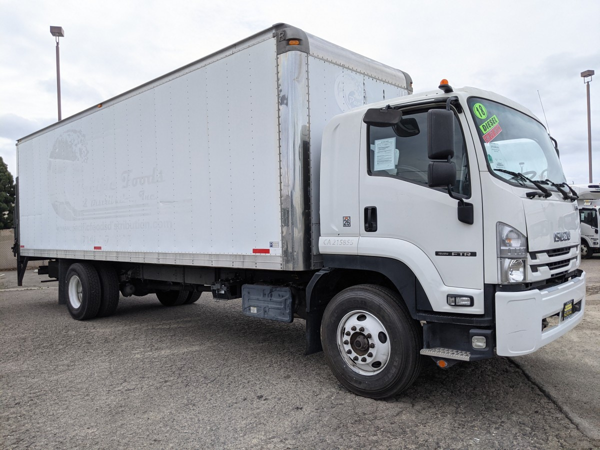 Used 2018 Isuzu FTR 28FT Box Truck With Liftgate DIESEL in Fountain Valley, CA