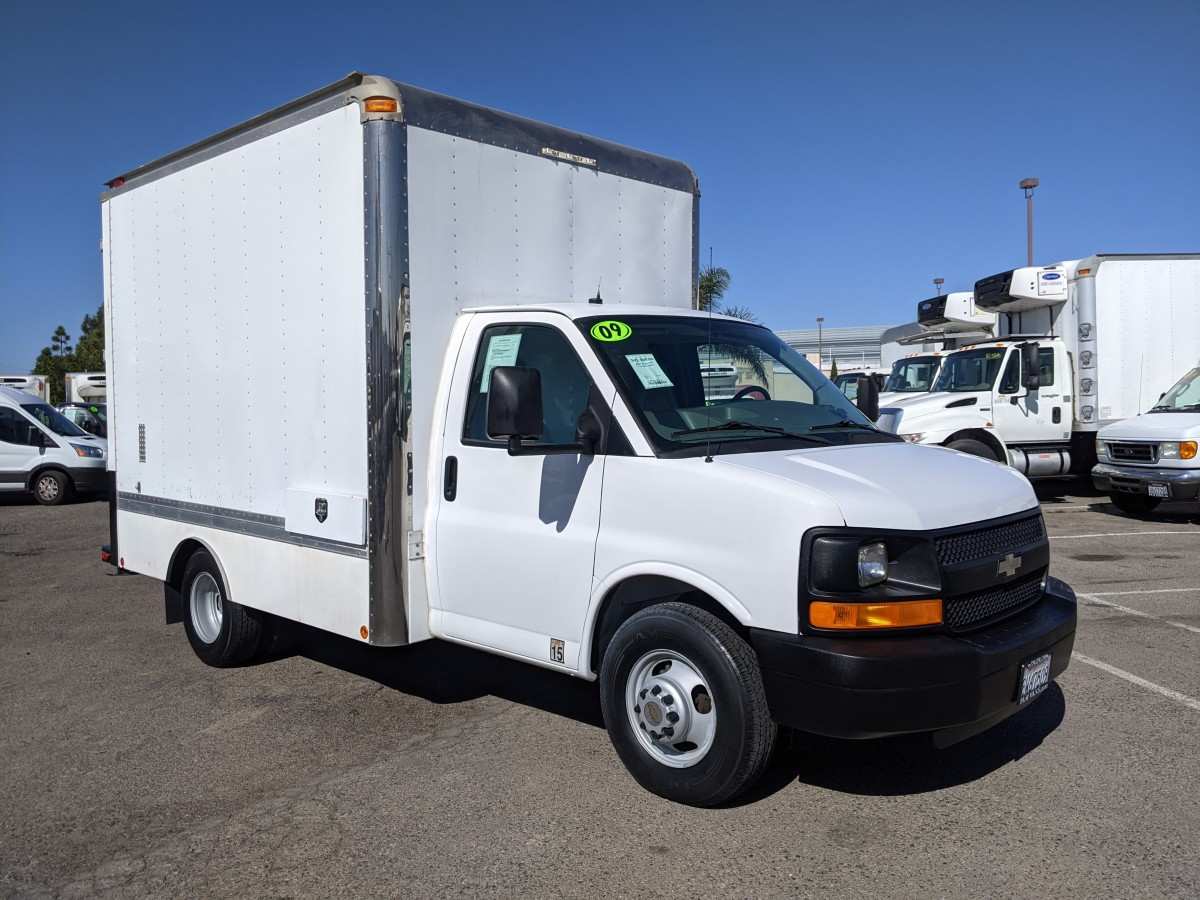 Used 2009 Chevrolet Express 3500 Box Truck with Loading Ramp in Fountain Valley, CA