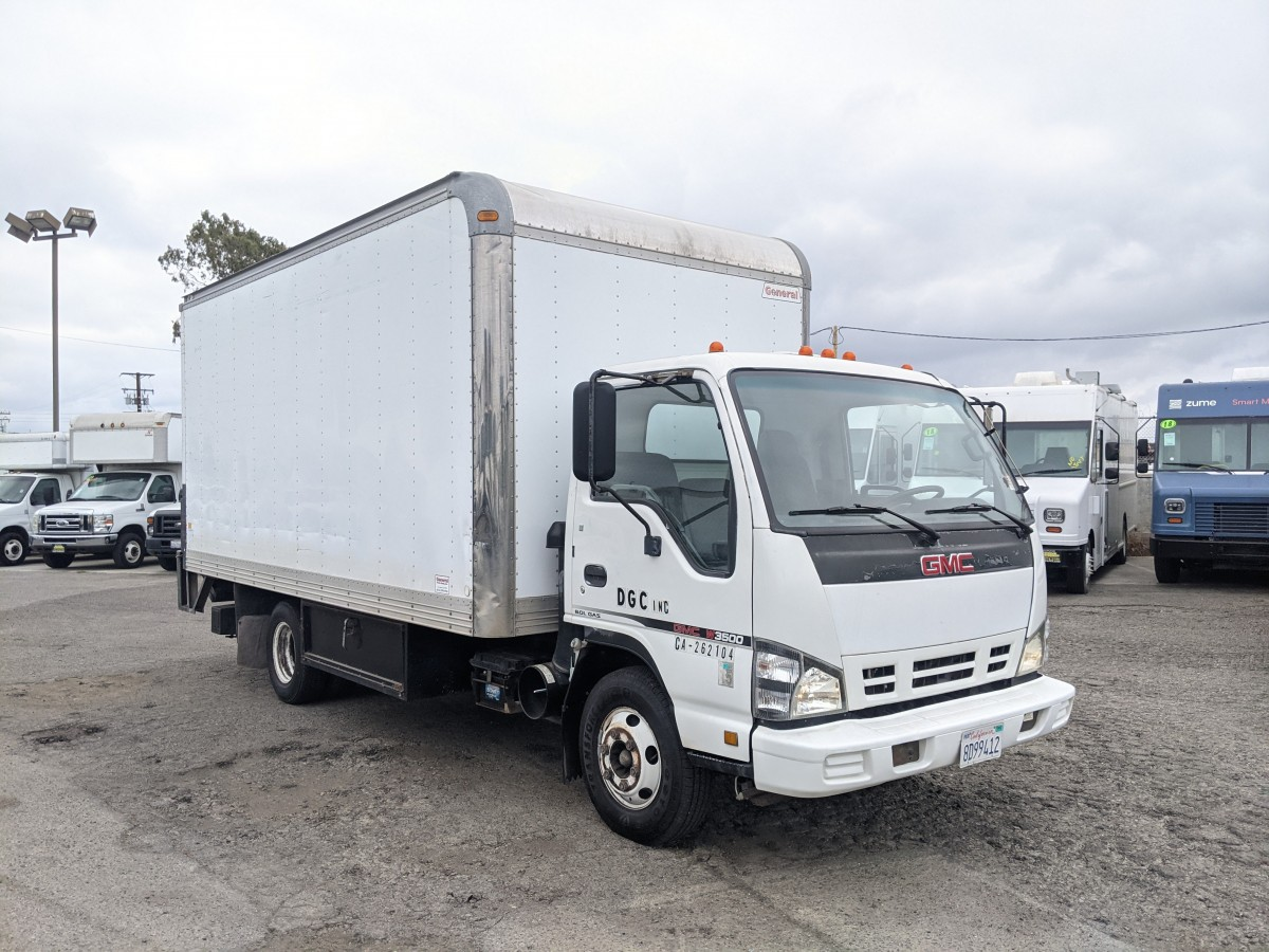 Used 2006 GMC  W3500 16FT Box Truck with Liftgate in Fountain Valley, CA