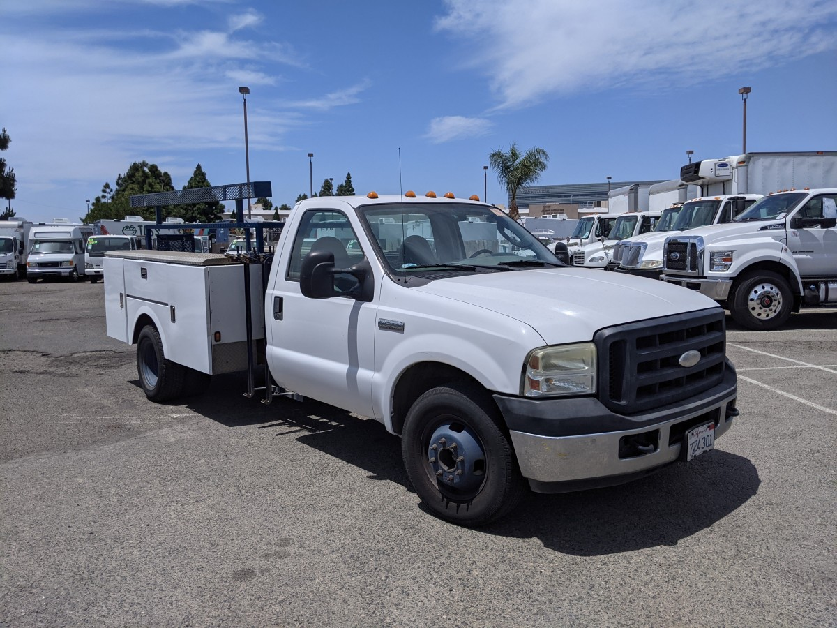 Used 2006 Ford F-350 Utility Truck with LIftgate in Fountain Valley, CA