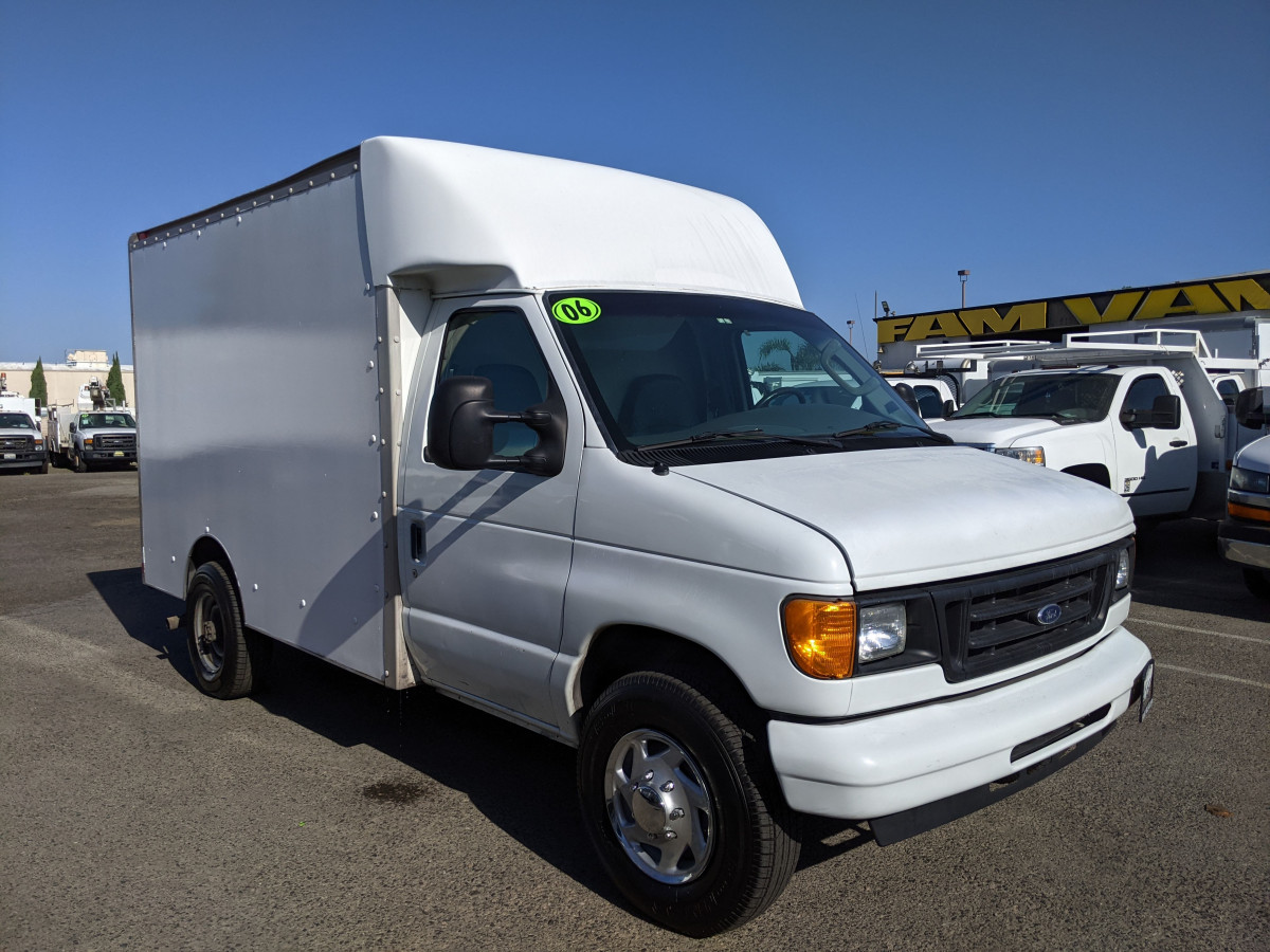 Used 2006 Ford E-350 SD 10FT Box Truck in Fountain Valley, CA