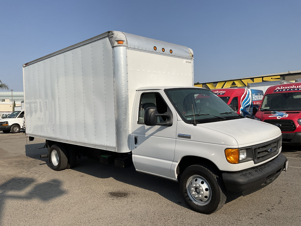 Used 2006 Ford E-350 15FT Box Truck with Liftgate in Fountain Valley, CA