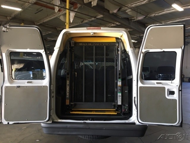 2007 Ford E-350 Extended Handicap Van with Wheelchair Lift in Fountain Valley, CA