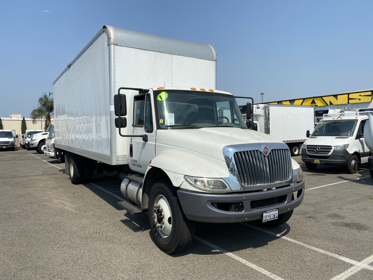 Used 2016 International Durastar 4300 26FT Box Truck with Liftgate DIESEL in Fountain Valley, CA