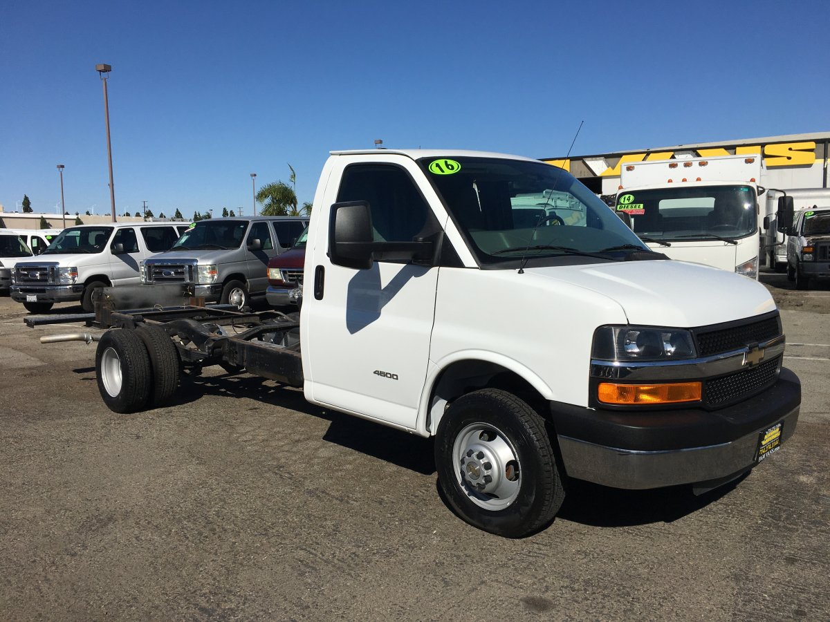 2015 Chevrolet Express 4500 Cutaway Cab Chassis in Fountain Valley, CA