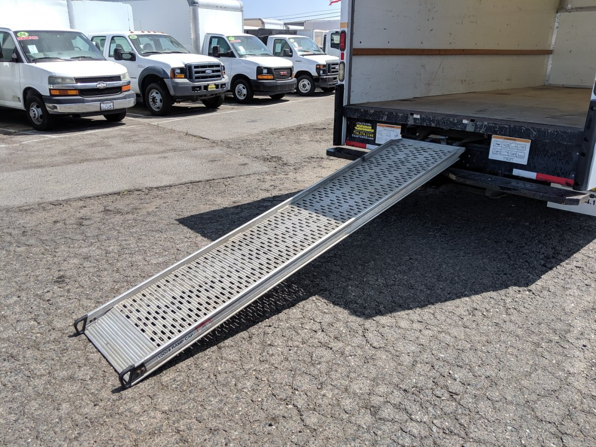 2015 Ford E-350  16ft Box Truck SD with Loading Ramp