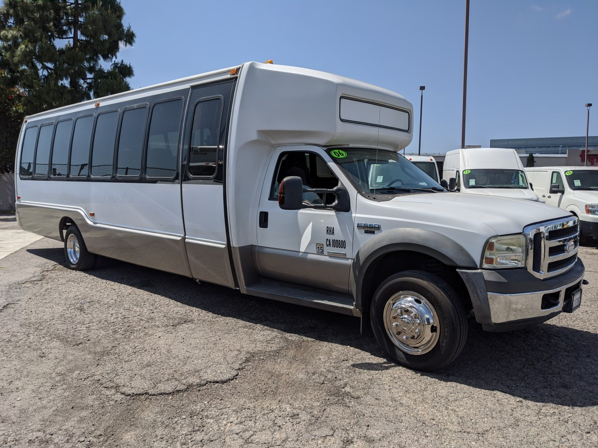 Used 2006 Ford F-550 SD 29 Passenger Van Bus DIESEL XLT in Fountain Valley, CA