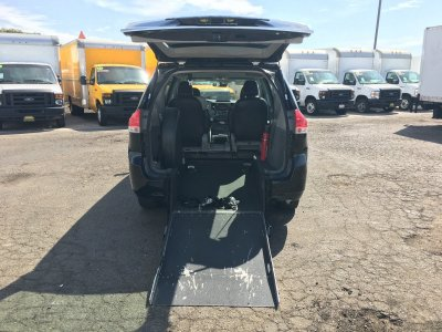 2013 Toyota Sienna Handicap Mini Van with Wheelchair Lift in Fountain Valley, CA