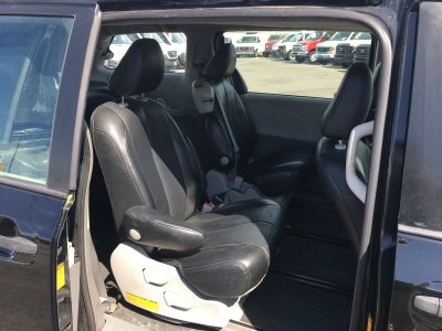 2013 Toyota Sienna Passenger Mini Van with Wheelchair Lift in Fountain Valley, CA