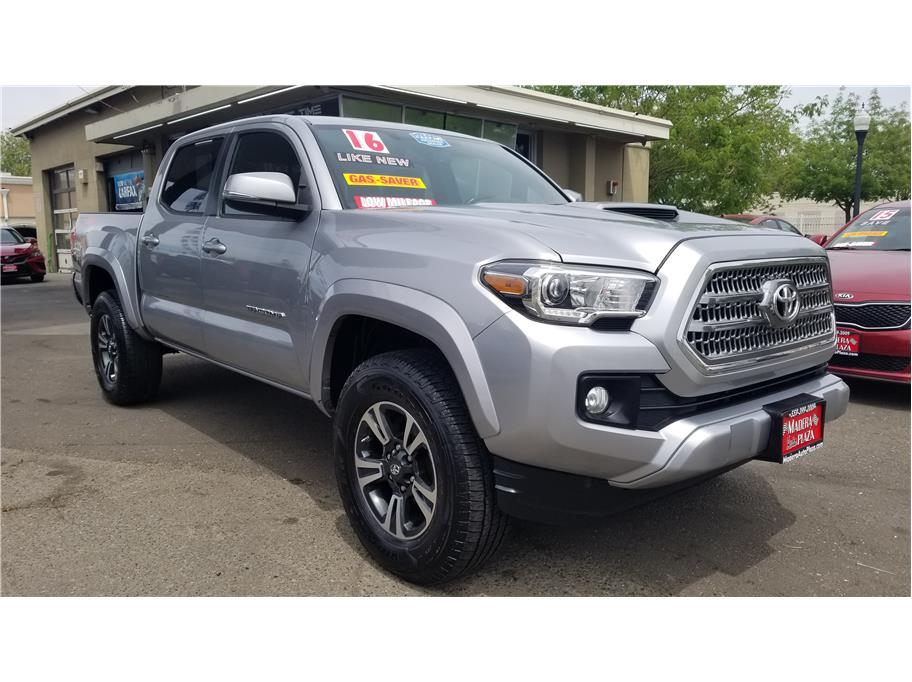 Used 2016 Toyota Tacoma Double Cab TRD Sport Pickup 4D 5 ft in Madera, CA
