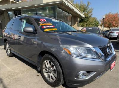 2015 Nissan Pathfinder SV Sport Utility 4D in Madera, CA