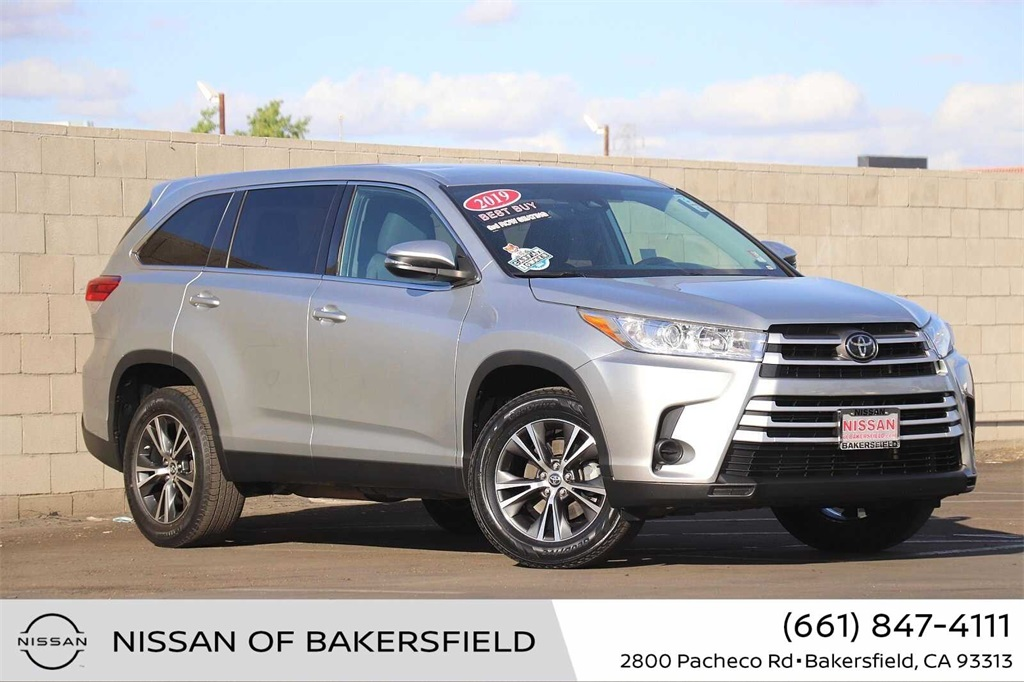 Used 2019 Toyota Highlander LE in Bakersfield, CA
