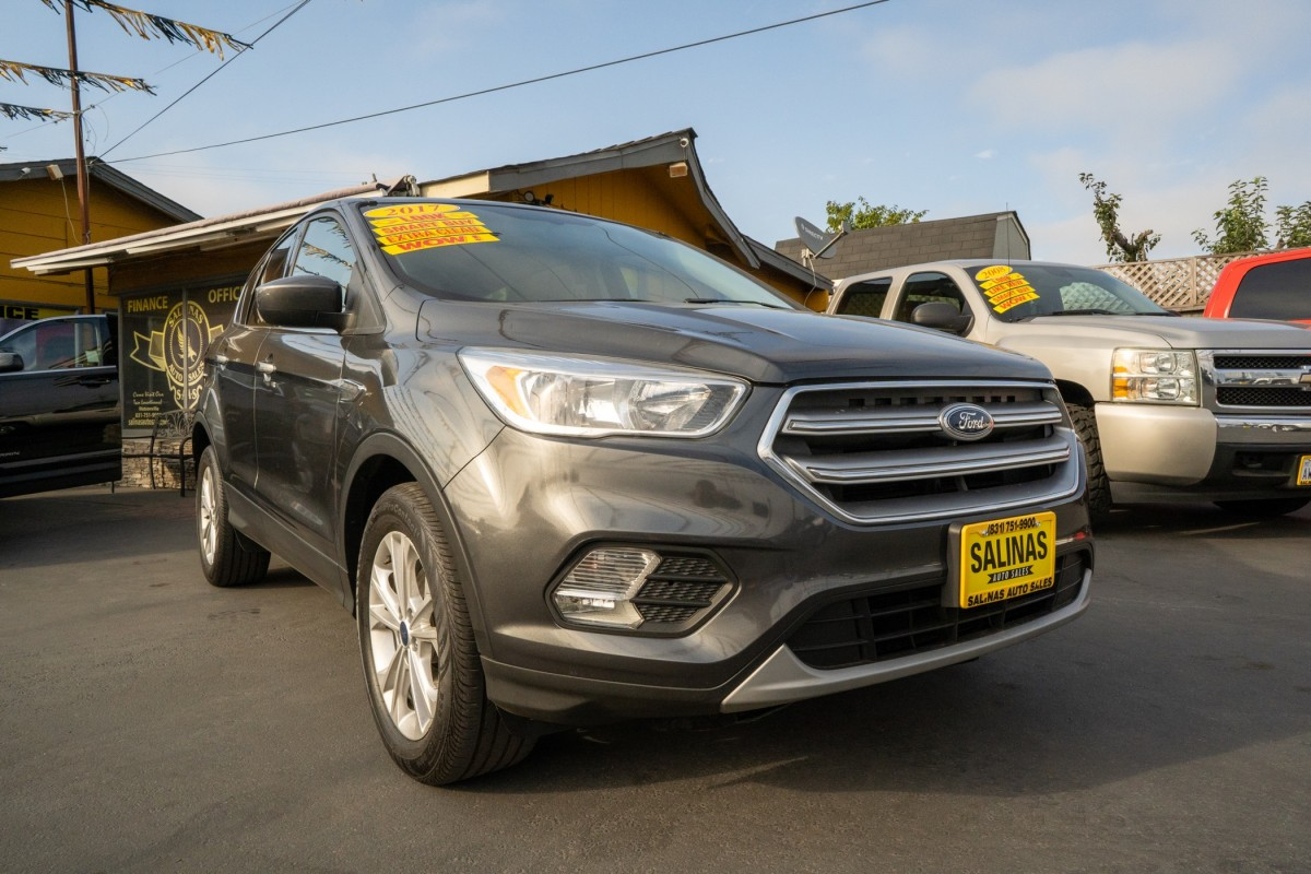 Used 2017 FORD ESCAPE SE  in Gilroy, CA