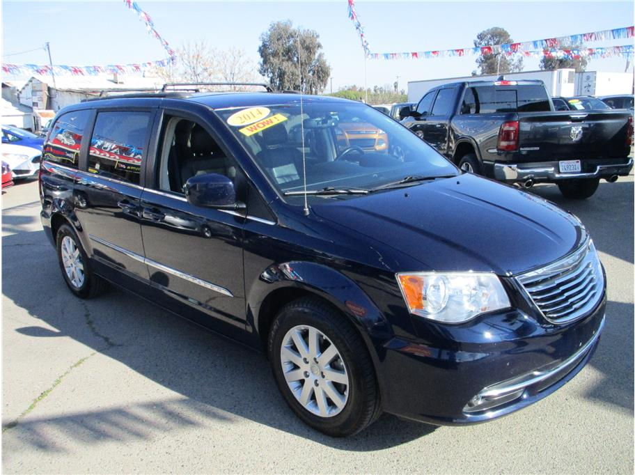 Used 2014 Chrysler Town & Country Touring Minivan 4D in Selma, CA