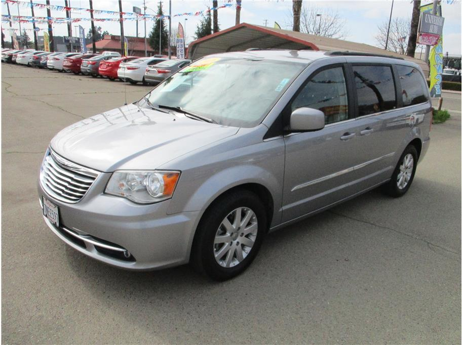 Used 2016 Chrysler Town & Country Touring Minivan 4D in Selma, CA