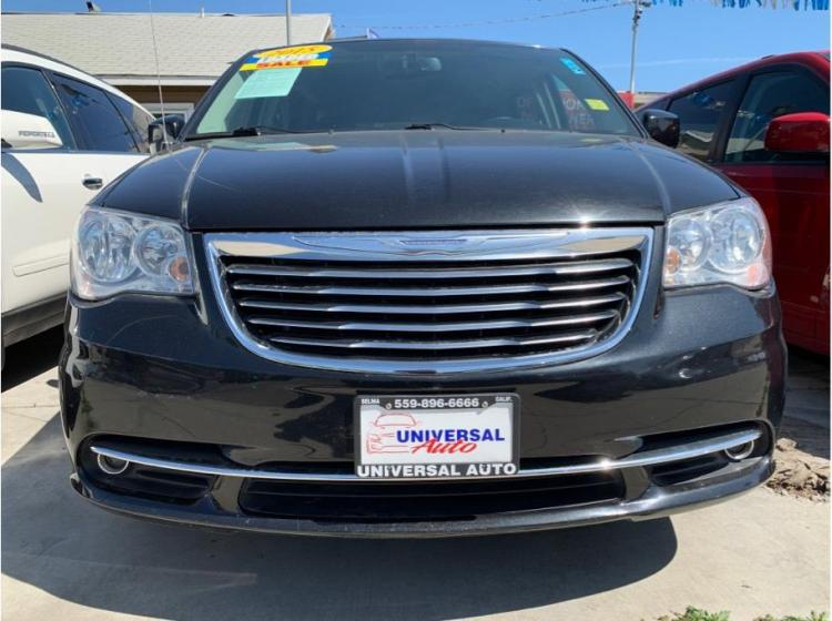 2015 Chrysler Town & Country Touring Minivan 4D