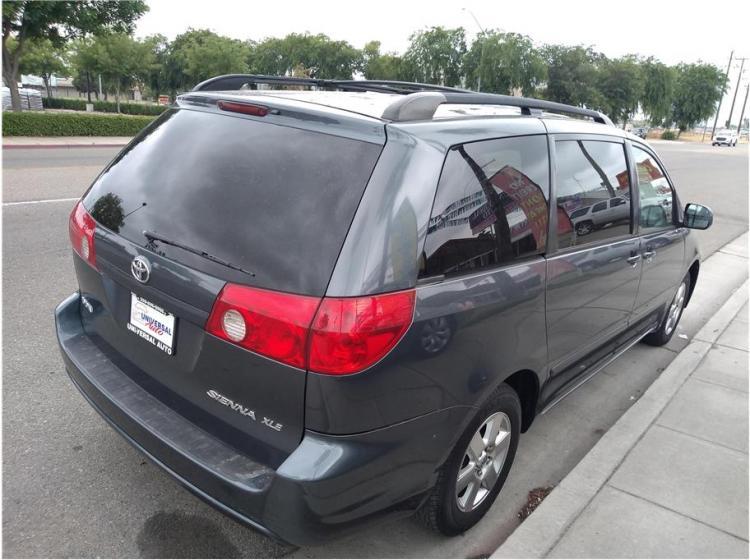2008 Toyota Sienna XLE Minivan 4D