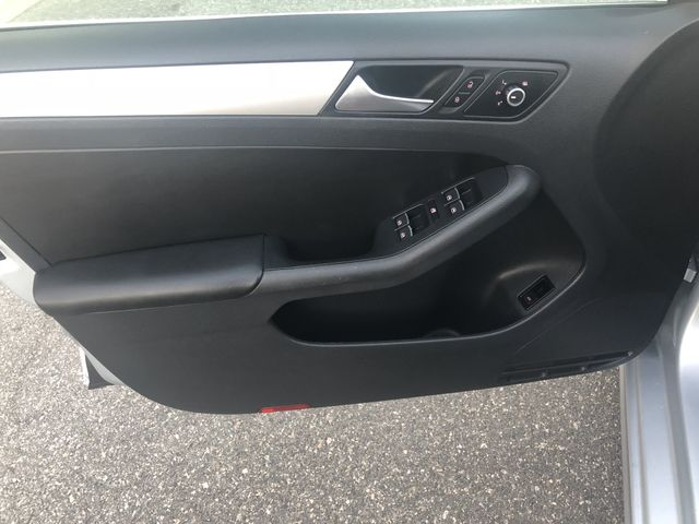 2013 Volkswagen Jetta 2.5L SE Sedan 4D