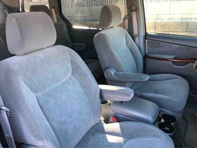 2004 Toyota Sienna XLE Minivan 4D